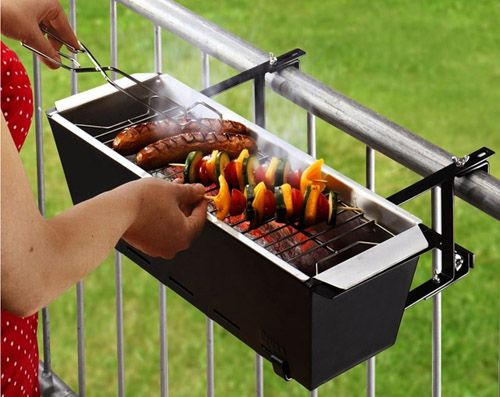 Барбекю на балконе: жаренные сосиски, шашлык из овощей