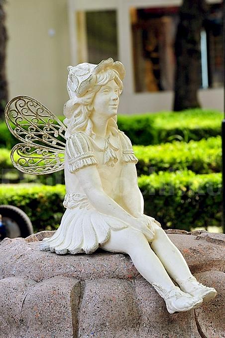 Скульптура «Дюймовочка» в парке «Ривьера»
