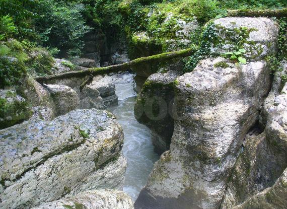 Орлиные скалы - это захватывающие дух отвесные обрывы высотой до 350 метров над уровнем моря.
