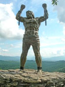 Статуя Прометея весит 16 тонн, её высота достигает трёх метров.