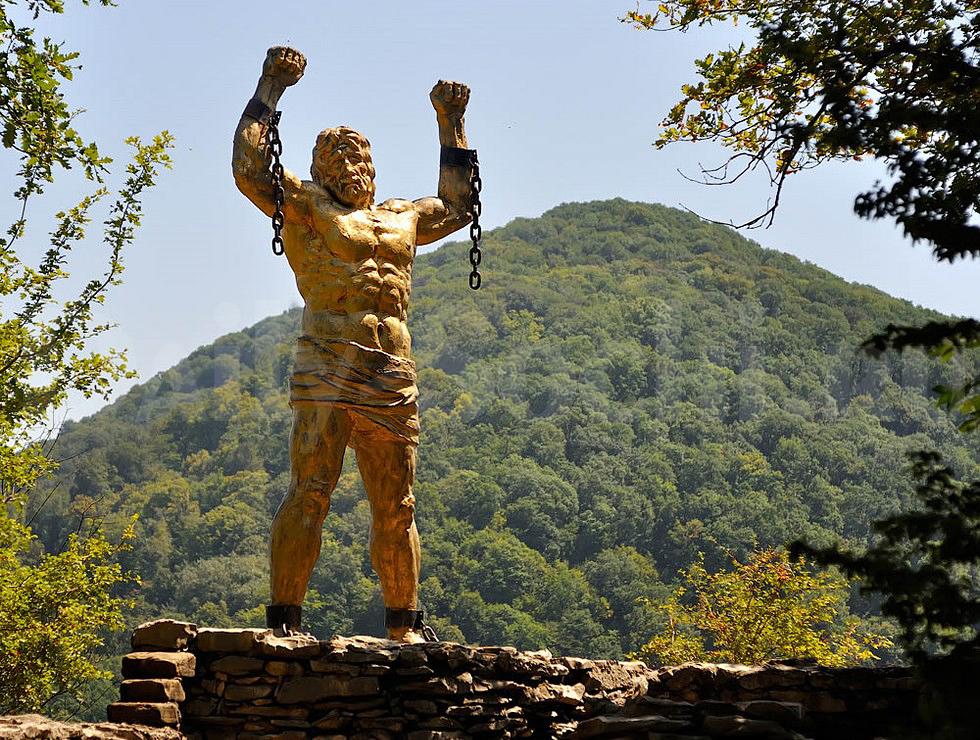 Чтобы добраться до скульптуры Прометея, необходимо держать курс на Орлиные скалы