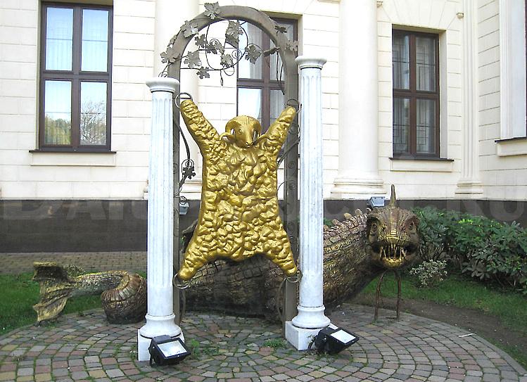 """Скульптура """"Золотое руно"""" на Площади искусств в Сочи"""