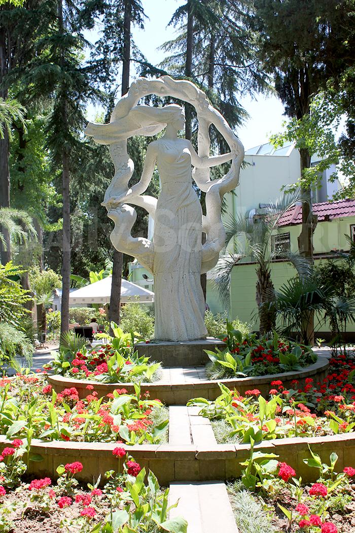 Скульптура «Фея цветов»