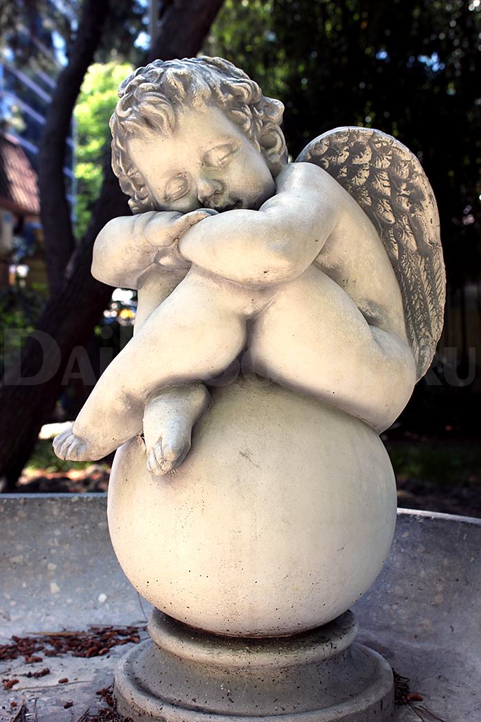 Фонтан с ангелочком. Парк «Ривьера».