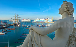 Морской вокзал Сочи. Скульптуры.