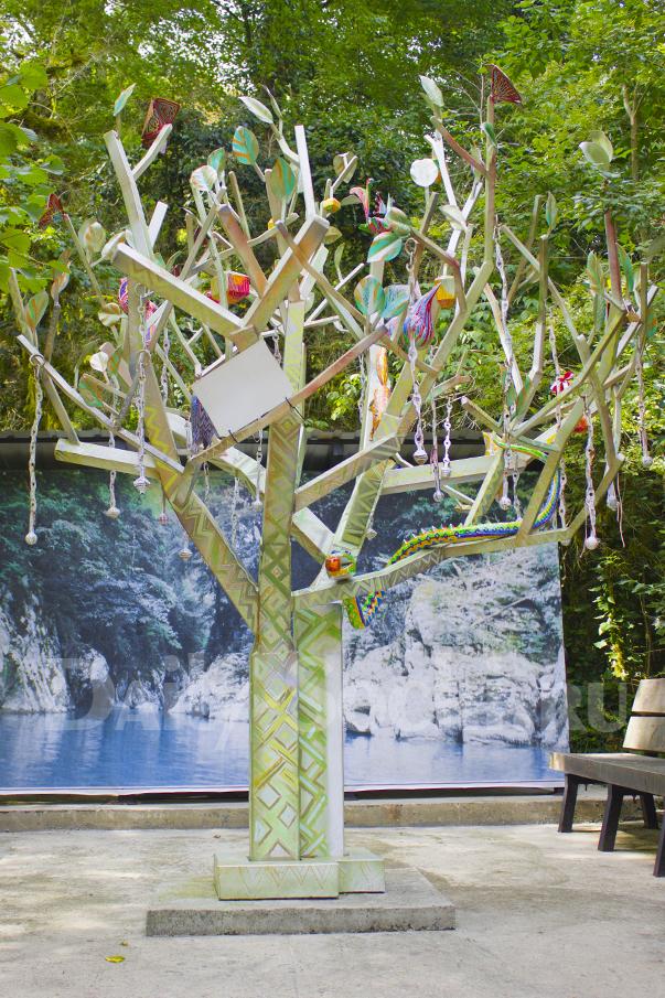 Дерево желаний в тисо-самшитовой роще