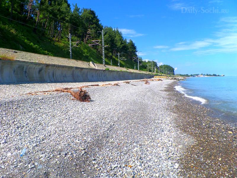 Нудистский пляж в Лазаревском районе города Сочи