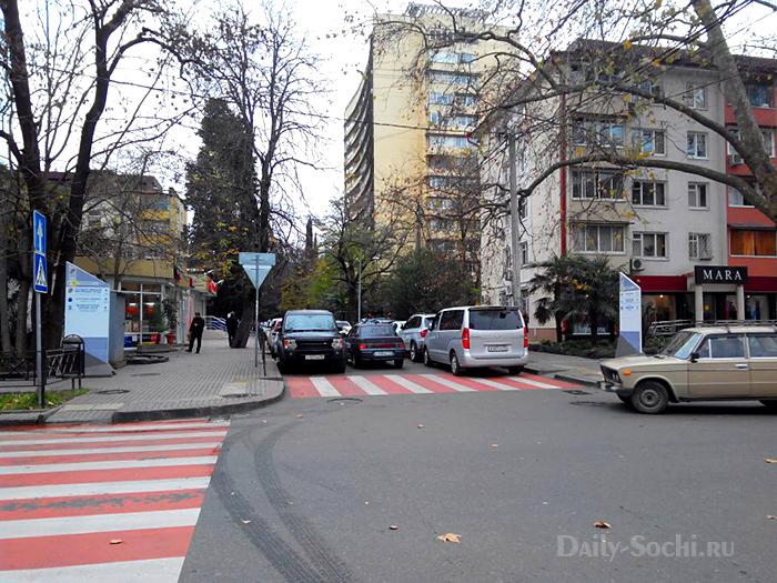 Перекрёсток улицы Воровского и переулка Зелёного