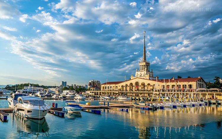 Морской вокзал Сочи красив, словно отфотошоплен :)