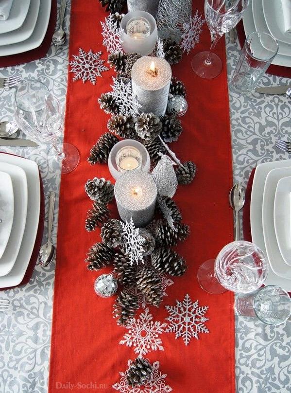 Оформление стола в серебристо-красных оттенках