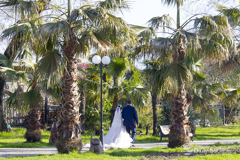 Свадебные фотографии в этом сказочном месте получаются очень удачными.
