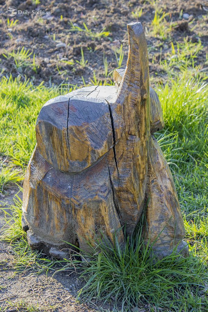 Скульптура, изображающая слона