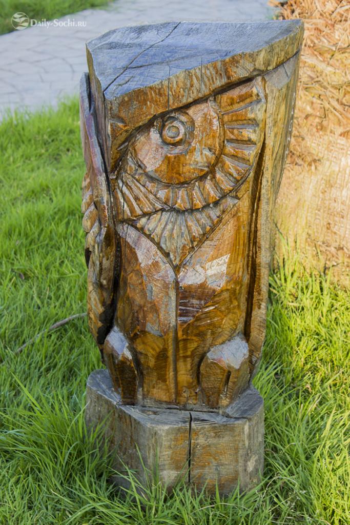 Скульптура, изображающая сову