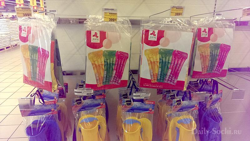 """Плавательный надувной матрас в супермаркете """"Магнит"""""""