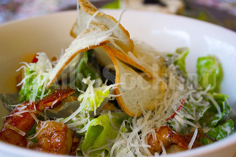 """Самый вкусный салат цезарь в Сочи, под названием """"Айсберг"""""""