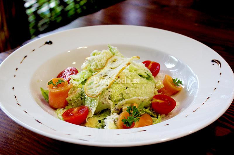 Самый лучший салат цезарь в Сочи сегодня