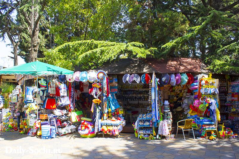 Надувной матрас в Сочи можно купить прямо на пляже, но выбор плавательных средств здесь не богат